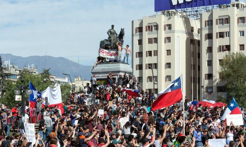Insatisfação com a classe política mostra dúvidas quanto aos rumos da democracia nos países latino-americanos