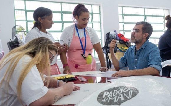 Equipe do Maní ministra workshop para a cooperativa da Penitenciária Feminina II de Tremembé