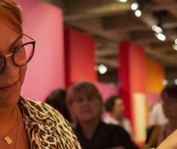 """Mostra """"EntreMeadas"""" destaca trabalho em crochê da Cooperativa Lili, das presas de Tremembé"""