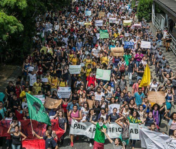 Novo estudo reforça que pontos fracos do Brasil em relação à democracia estão associados à cultura política dos cidadãos