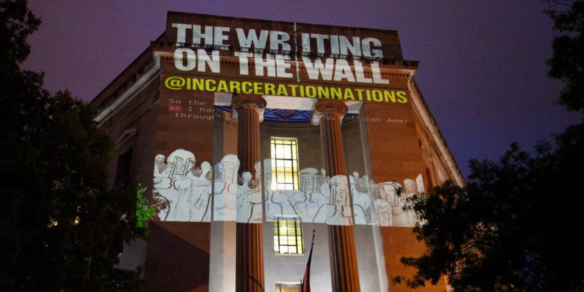 Incarceration Nations Network chama a atenção para situação de pessoas presas em todo o mundo com instalação de arte em grandes cidades
